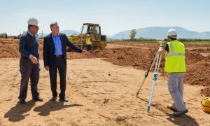 Στιγμιότυπο από την επίσκεψη του Γιάννη Σγουρού στο ΚΕΛ Κρωπίας