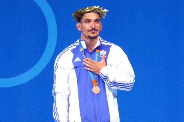 Άλλοι γκρεμίζουν τα τείχη για τους Ολυμπιονίκες και άλλοι τα υψώνουν
