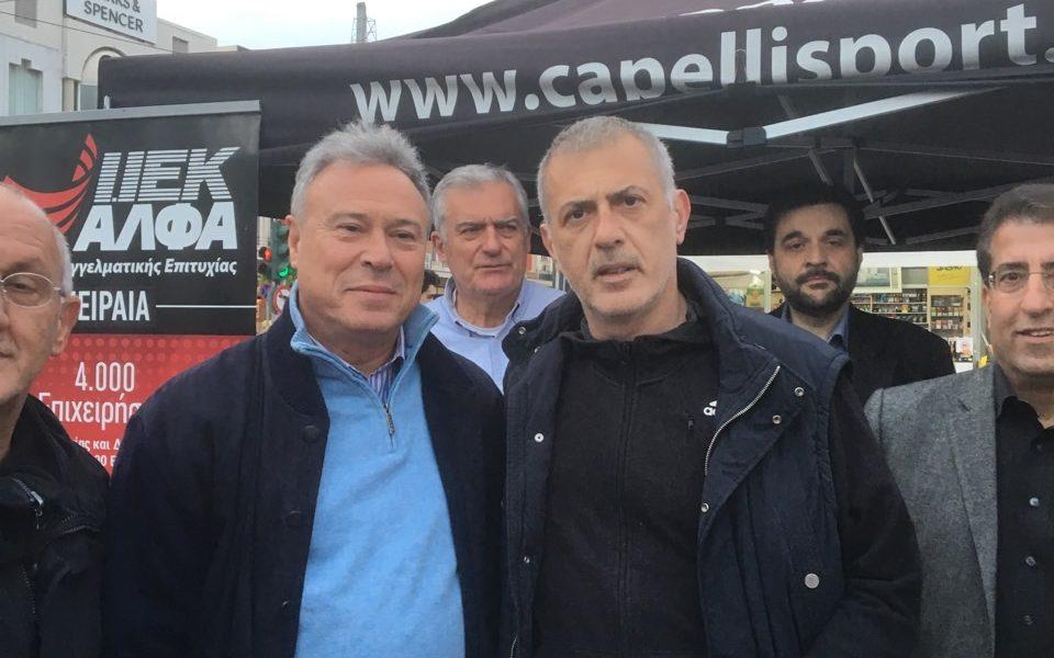 Γ. Σγουρός και Γ. Μώραλης  στις σκυταλοδρομίες Βίκος Street Relays στο Πασαλιμάνι